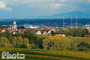 Photo : Village de Saint-Hippolyte et la plaine d'alsace, Haut-Rhin (68), Alsace, France