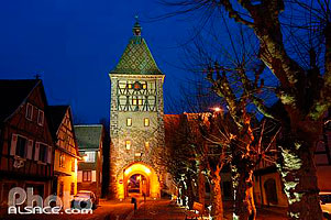 Photo : Illumination de la porte Haute, Bergheim, Haut-Rhin (68)