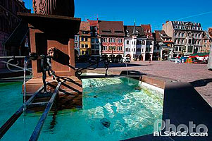 Photo : Fontaine Stockbrunnen, Place de la Réunion, Mulhouse, Haut-Rhin (68)