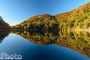 Le Lac des Perches (Sternsee) en automne, Rimbach-près-Masevaux, Parc naturel régional des Ballons des Vosges, Haut-Rhin (68), Alsace, France
