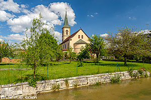 Photo : L'Ill et l'église Saint-Martin, Oltingue, Sundgau, Haut-Rhin (68)