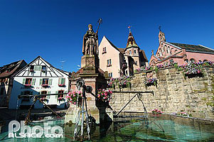 Photo : Fontaine Saint-Léon, Eguisheim, Haut-Rhin (68)