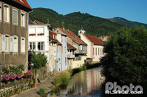 Photo : Maisons au bord de la Thur, Thann, Haut-Rhin (68)