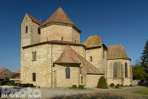 Photo : Eglise octogonal Saints-Pierre et Paul, Ottmarsheim, Haut-Rhin (68), Alsace, France
