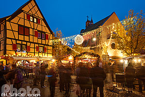 Photo : Marché de Noël, Grand'Rue (Hauptstross), Eguisheim, Haut-Rhin (68), Alsace, France
