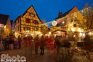 Photo : Marché de Noël, Grand'Rue (Hauptstross), Eguisheim, Haut-Rhin (68)