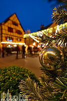 Photo : Décoration de Noël, Grand'Rue (Hauptstross), Eguisheim, Haut-Rhin (68), Alsace, France