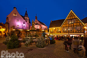 Photo : Illuminations de Noël, Place du Château, Eguisheim, Haut-Rhin (68)