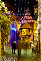 Photo : Illuminations de Noël, Rue du Rempart, Eguisheim, Haut-Rhin (68), Alsace, France