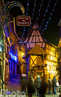 Photo : Illuminations de Noël, Rue du Rempart, Eguisheim, Haut-Rhin (68)