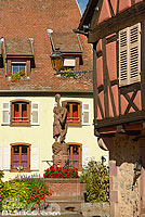 Photo : Fontaine et place du Lieutenant-Dutilh, Kientzheim, Haut-Rhin (68), Alsace, France