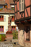 Photo : Fontaine et place du Lieutenant-Dutilh, Kientzheim, Haut-Rhin (68)