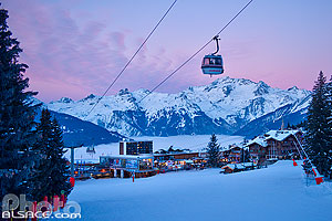 Photo : Courchevel 1850 au crépuscule, Saint-Bon-Tarentaise, Savoie (73)