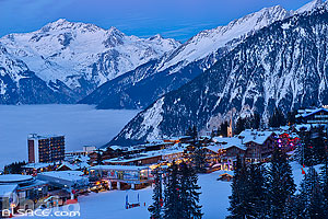 Photo : Courchevel 1850 la nuit, Saint-Bon-Tarentaise, Savoie (73)