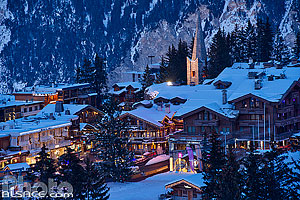 Photo : Courchevel 1850 la nuit, Saint-Bon-Tarentaise, Savoie (73), Rhône-Alpes, France