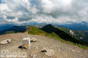 Photo : Borne IGN, Sommet du Mont Jovet, Tarentaise, Parc national de la Vanoise, Savoie (73)