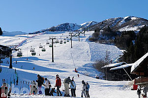 Photo : Piste de ski (Planchamp) et l'Altispace, Valmorel, Tarentaise, Savoie (73)