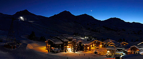 Photo : Savoie (73), Tarentaise, Mâcot-la-Plagne, La Plagne, Station de ski de Belle Plagne au crépuscule // FRANCE, Savoie (73), Tarentaise, Mâcot-la-Plagne, La Plagne, Belle Plagne Ski resort at twilight, Rhône-Alpes, France