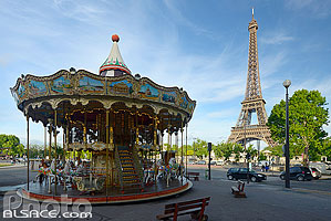 Photo : Carrousel et la tour Eiffel, Avenue des Nations Unies, Paris (75016)