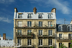 Photo : Façade d'immeuble, Avenue Daumesnil, Paris (75012), Ile-de-France, France