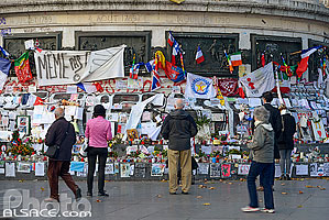 Photo : Place de la République après les attentats du 13 novembre 2015, Paris (75011)