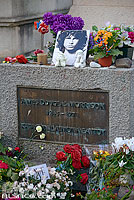 Photo : Tombe de Jim Morrison, Cimetière du Père-Lachaise, Paris (75020), Ile-de-France, France
