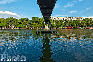 Photo : Bassin de la Villette et passerelle, Paris (75019)