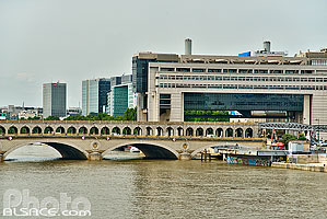 Photo : Pont de Bercy et Ministère de l'Economie des Finances et de l'Industrie, Paris (75012), Ile-de-France, France