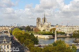 Photo : Pont de la Tournelle et Cathédrale Notre-Dame de Paris, Paris (75005), Ile-de-France, France