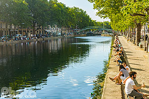 Photo : Canal Saint-Martin et Quai de Valmy, Paris (75010)