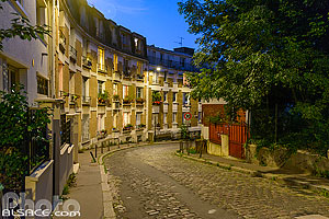 Photo : Butte Bergeyre, Rue Georges Lardennois la nuit, Paris (75019), Ile-de-France, France