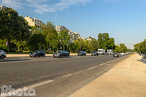 Photo : Avenue Foch (L'avenue Foch est la plus large avenue de la capitale), Paris (75016), Ile-de-France, France