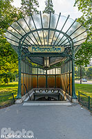 Edicule d'Hector Guimard dit La libellule à la station de métro Porte Dauphine, Avenue Foche, Paris (75016), Ile-de-France, France