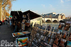 Photo : Bouquiniste des quais de Seine, Quai du Louvre, Paris (75)