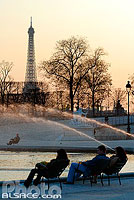 Photo : Fontaine et la Tour Eiffel, Jardin des Tuileries, Paris (75)