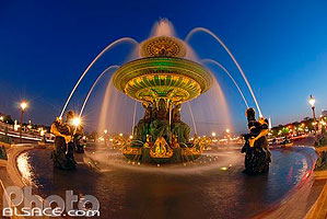 Photo : Fontaine des Fleuves la nuit, Place de la Concorde, Paris (75)