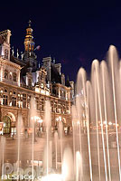 Photo : Fontaine et l'Hôtel de ville, Place de l'Hôtel de ville, Paris (75)