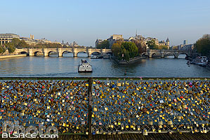 Photo : Ponts des Arts et la Seine, Paris (75), Ile-de-France, France