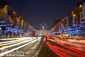 Photo : Illumination de Noël, Avenue des Champs Elysées, Paris (75), Ile-de-France, France