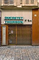 Photo : Deventure d'un commerce abandonné de radio Ducretet-Thomson au centre de Apt, Rue des Marchands, Apt, Vaucluse (84)