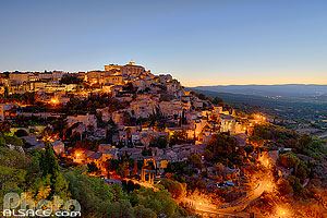 Photo : Vaucluse (84), Parc naturel régional du Luberon, Village de Gordes à l'aube // FRANCE, Vaucluse (84), Luberon Regional Natural Park, Village of Gordes at dawn, Provence-Alpes-Côte-d'Azur, France