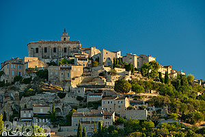 Photo : Vaucluse (84), Parc naturel régional du Luberon, Village de Gordes // FRANCE, Vaucluse (84), Luberon Regional Natural Park, Village of Gordes