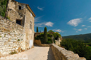 Photo : Village de Ménerbes, Parc naturel régional du Luberon, Vaucluse (84)