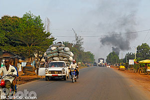 Photo : Route RNIE2, Abomey-Calavi, Atlantique, Bénin