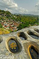 Photo : Trous dans la roche pour piler l'igname, Dassa-Zoumé, Collines, Bénin