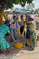 Photo : Préparation de l'igname pilée, Dassa-Zoumé, Collines, Bénin