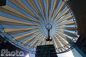 Photo : Coupole du Sony-Center, Potsdamer Platz, Mitte, Berlin, Allemagne