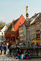 Photo : Georgbrunnen, Münsterplatz, Freiburg im Breisgau, Bade-Wurtemberg, Allemagne
