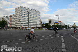 Photo : Karl-Marx-Allee, Mitte, Berlin, Allemagne