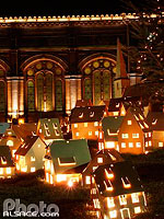 Photo : Decoration de noel (Village alsacien mis en lumiere), Place de la Gare, Strasbourg, Bas-Rhin (67), Alsace, France